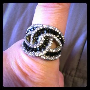 Jewelry - Black and clear crystal ring